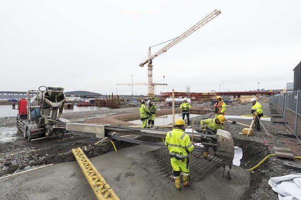 Foto: Kasper Dudzik. Göteborg 20170313. Arbeten för Marieholmstunneln tunnelsektion görs redo för sjösättning och utskeppning.
