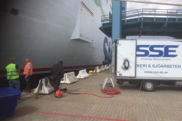 Trelleborg, bargning av fender 2