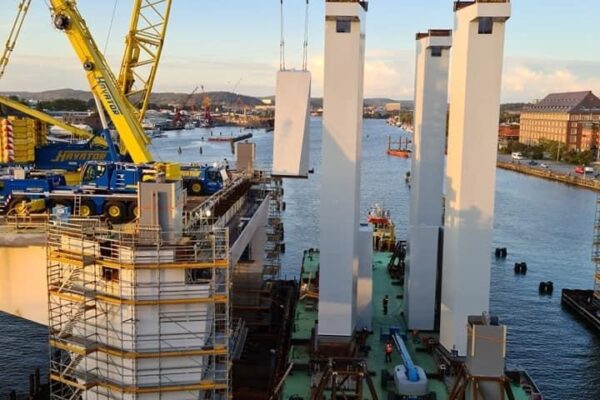 Hisingsbron pyloner lyftes