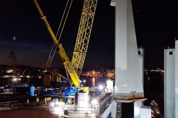 Hisingsbron pyloner lyftes natt