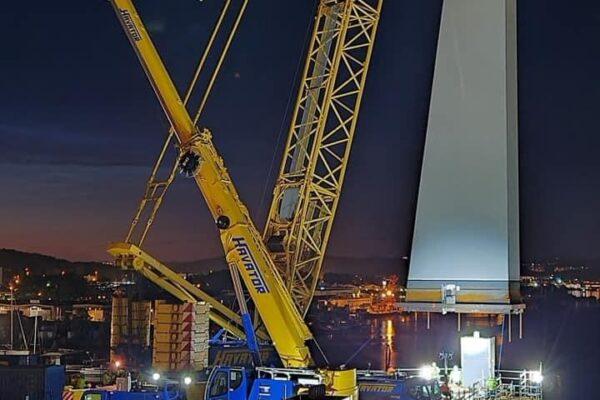 Hisingsbron pyloner lyftes natt närbild