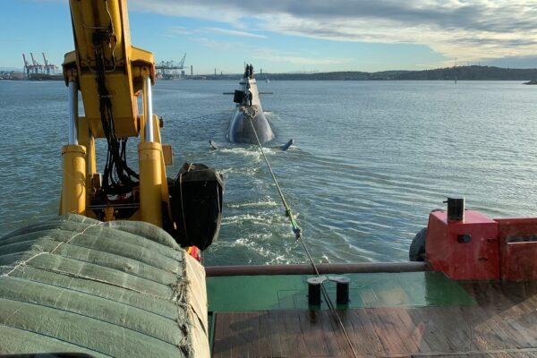 assisting German submarine into Gothenburg