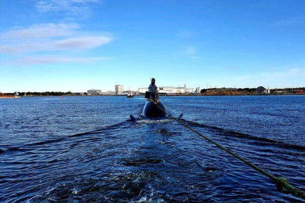 assisting German submarine into Gothenburg II