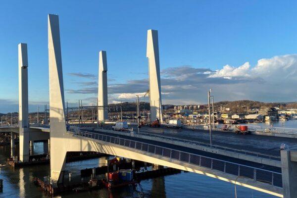Hisingsbron - lyftbro av stål och betong snett